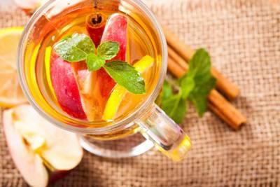 Чай с яблоком, корицей,. лимоном