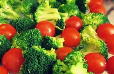 Брокколи и помидоры